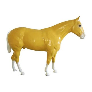 1960s Life Size Fiberglass Thoroughbred Race Horse Statue