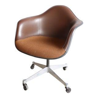 Mid-Century Modern Herman Miller Eames Armchair