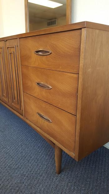 broyhill sculptra 9 drawer dresser mirror chairish
