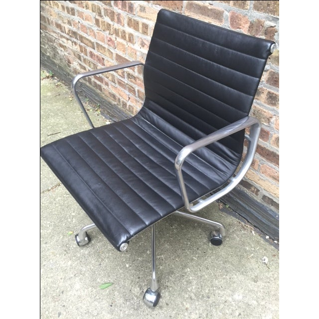Eames Leather Aluminum Group Management Chair - Image 4 of 7
