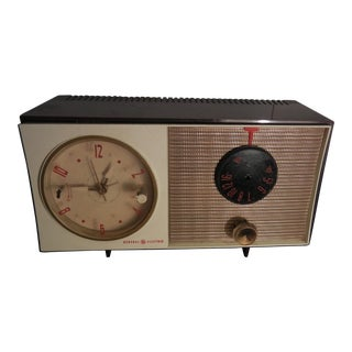 1960s Vintage Art Deco General Electric Clock Radio