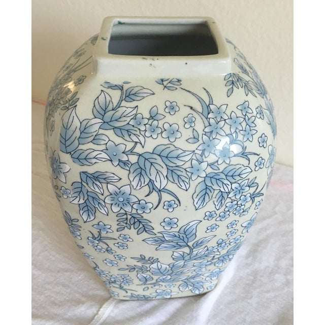 Tall Vintage White & Blue Floral Oriental Vase - Image 6 of 8