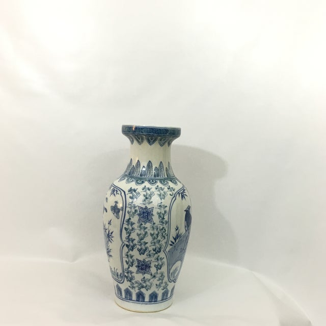 Vintage Chinoiserie Hand Painted Peacock Vase - Image 4 of 8