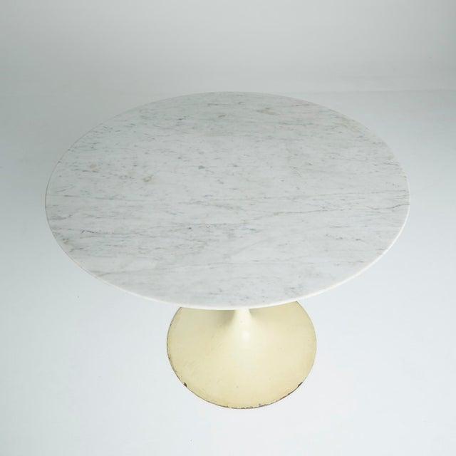 """Marble """"Tulip"""" Dining Table by Eero Saarinen - Image 2 of 5"""