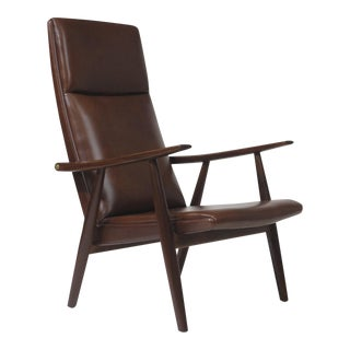 Hans Wegner Model 260 Lounge Chair in Brown leather