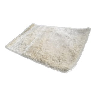 White and Silver Sparking Shag Rug - 5′ × 7′
