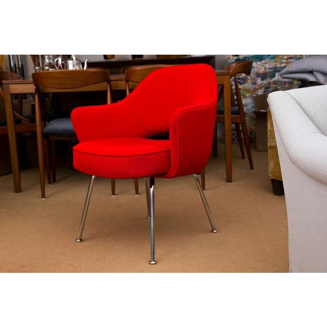 Saarinen Executive Armchair, Vintage Knoll Red Textile - Image 3 of 7