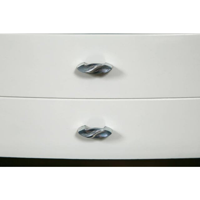 Mid-Century Hollywood Dresser in Grey Lacquer - Image 7 of 9