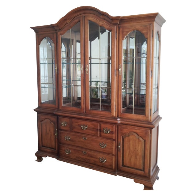 """Thomasville """"Fisher Park"""" China Cabinet/Buffet - Image 1 of 6"""