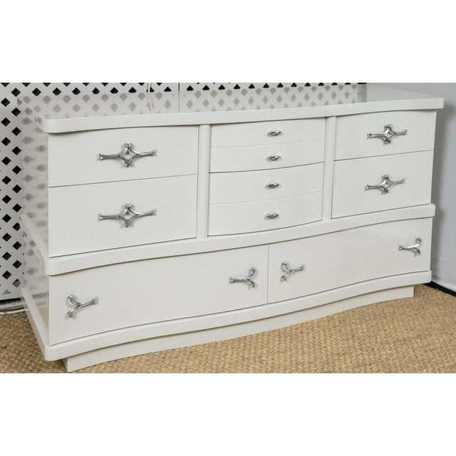 Mid-Century Hollywood Dresser in Grey Lacquer - Image 2 of 9
