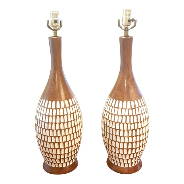 Fortune Lamp Company Mid-Century Chalk-Ware Brown and White Table Lamps. A Pair (2). - Image 1 of 6