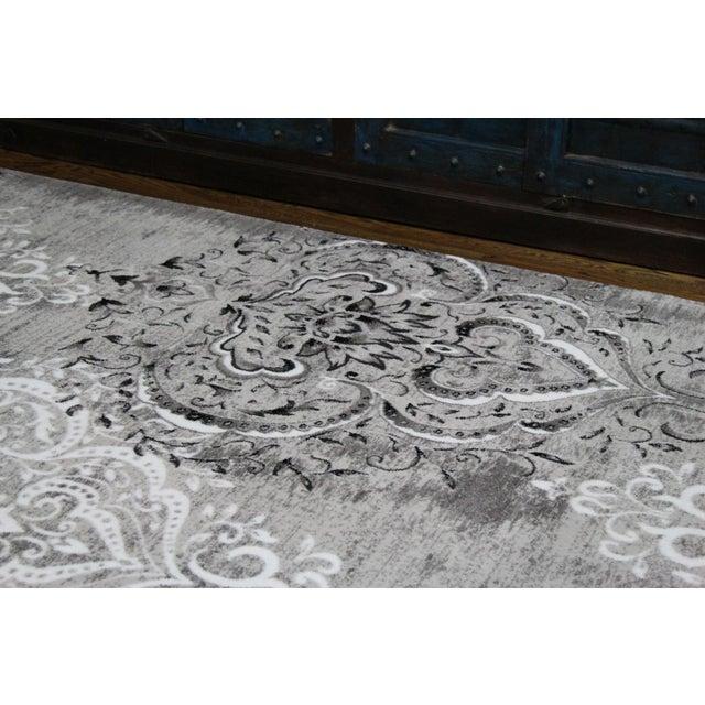 "Damask Gray & White Rug- 8' x 10'7"" - Image 4 of 7"