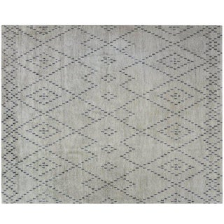 Modern Diamond Pattern Rug - 8′ × 10′