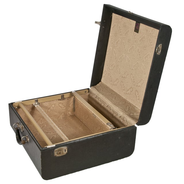 Vintage Wheary Aviatrix Travel Suitcase - Image 3 of 5