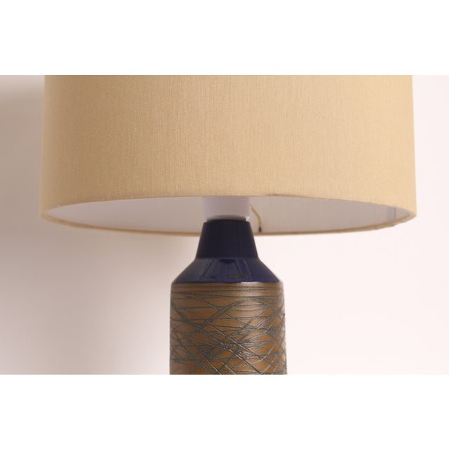 Blue and Tan Mid-Century Modern Ceramic Table Lamp - Image 4 of 5