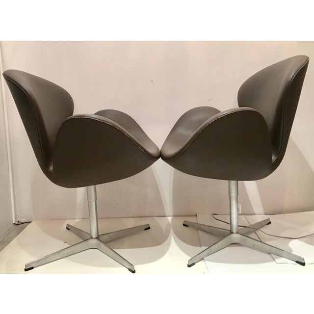 Arne Jacobsen for Fritz Hansen Swivel Swan Chairs - A Pair - Image 3 of 9