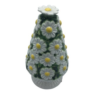 Palm Beach Style Daisy Ceramic Obelisk
