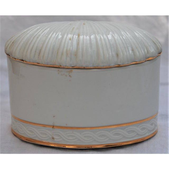 Vintage White and Gold Porcelain Box With Seashell Lid - Image 6 of 9