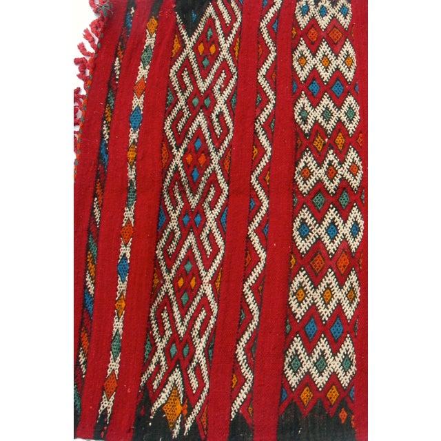 "Red Moroccan Berber Tribal Kilim Rug 3' 2"" x 5' 3"" - Image 3 of 5"