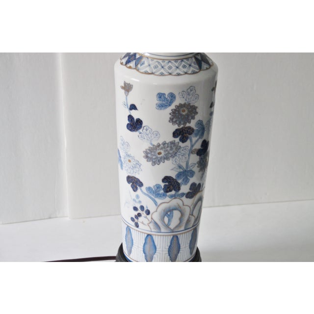 Blue & White Floral Chinoiserie Lamp - Image 6 of 8