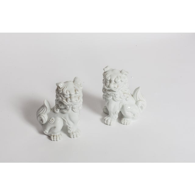 White Ceramic Foo Dogs - A Pair - Image 2 of 4