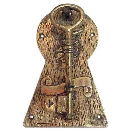 Brass Skeleton Key Door Knocker - Image 1 of 5