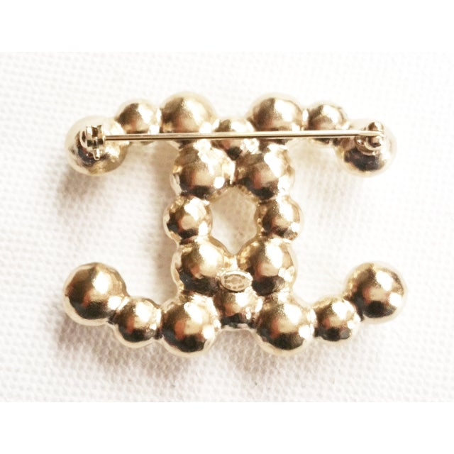 Image of Chanel CC Bubble Pearl Brooch as Seen on Rihanna