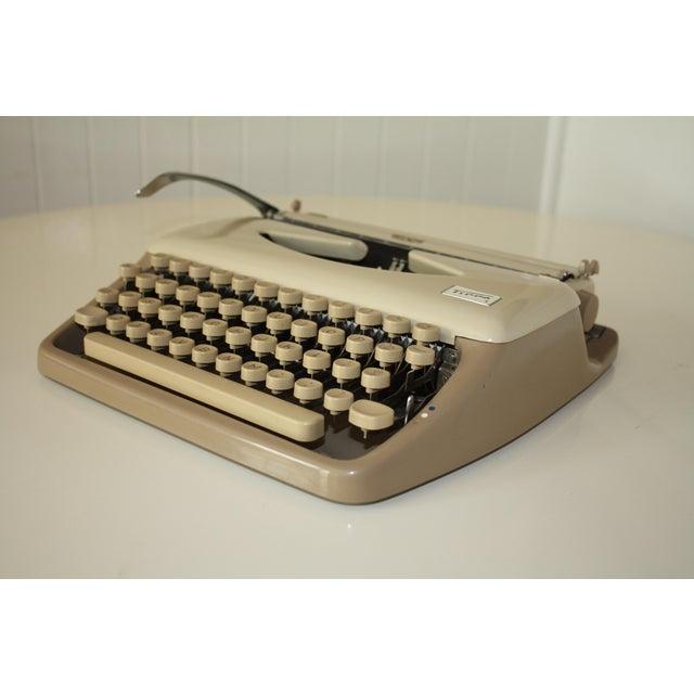 Vintage 1965 Triumph Tippa Beige Typewriter - Image 5 of 9