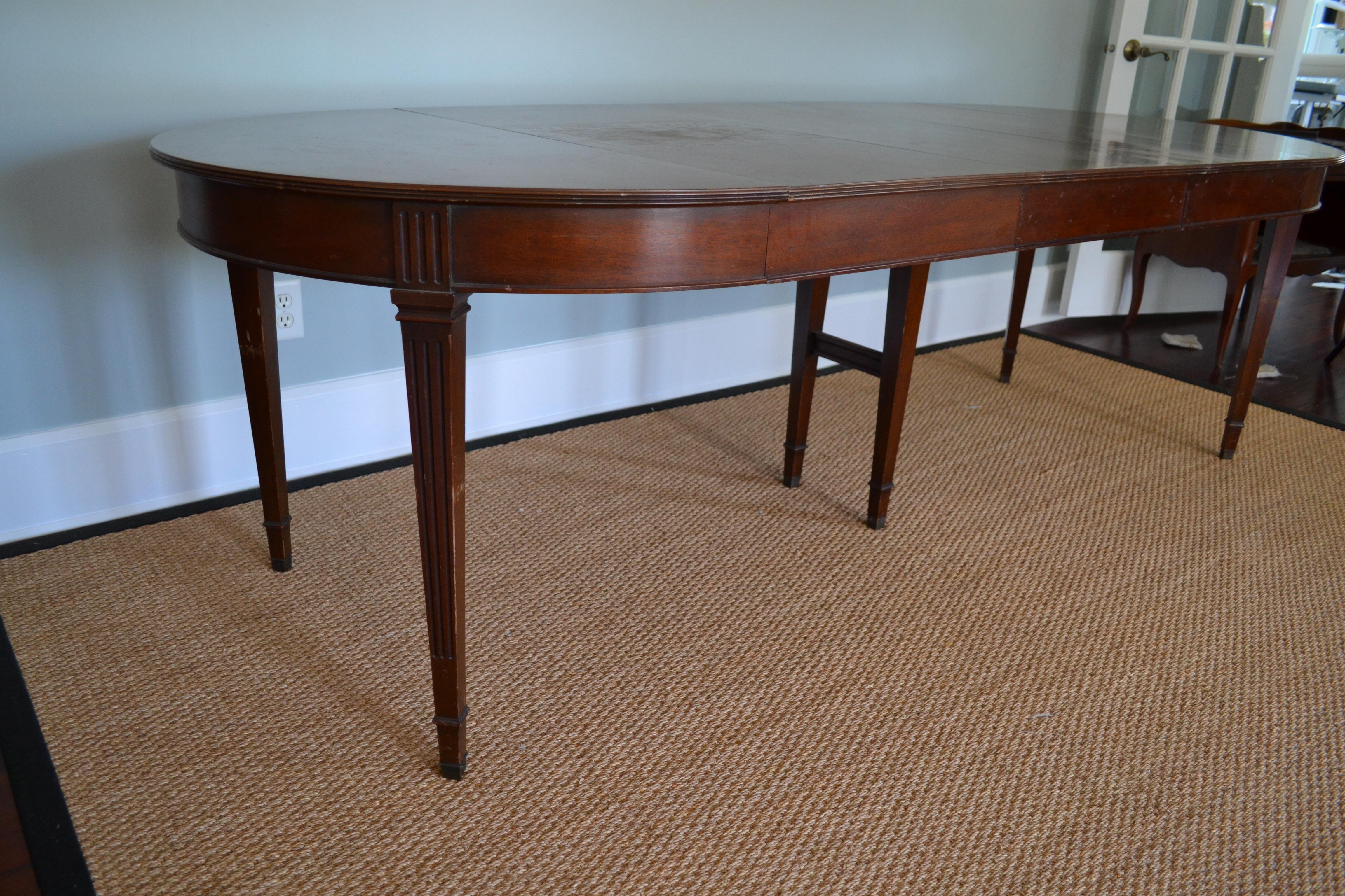 Henredon Mahogany Neoclassical Dining Table Chairish : 57670ba6 1475 4d56 9699 b8e7b45479b0aspectfitampwidth640ampheight640 from www.chairish.com size 640 x 640 jpeg 57kB