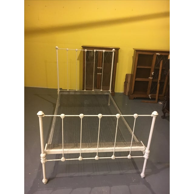 1904 Antique Victorian Brass & Iron White Bed - Image 2 of 11