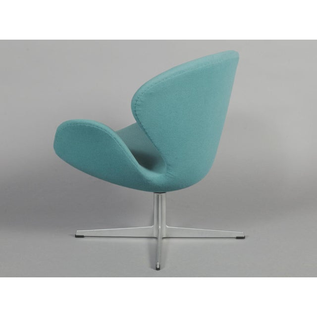 Arne Jacobsen Swan Chair - Image 3 of 6