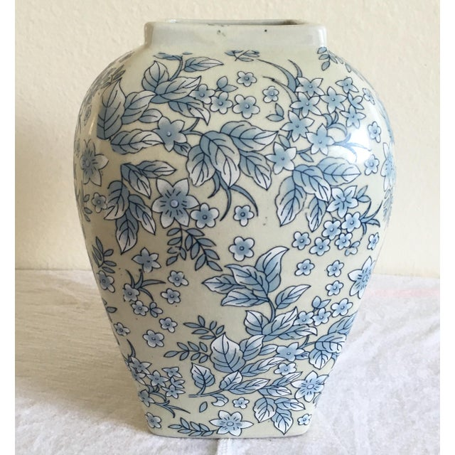 Tall Vintage White & Blue Floral Oriental Vase - Image 3 of 8