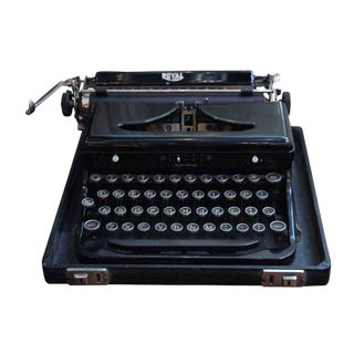 Antique Royal Typewriter With Case