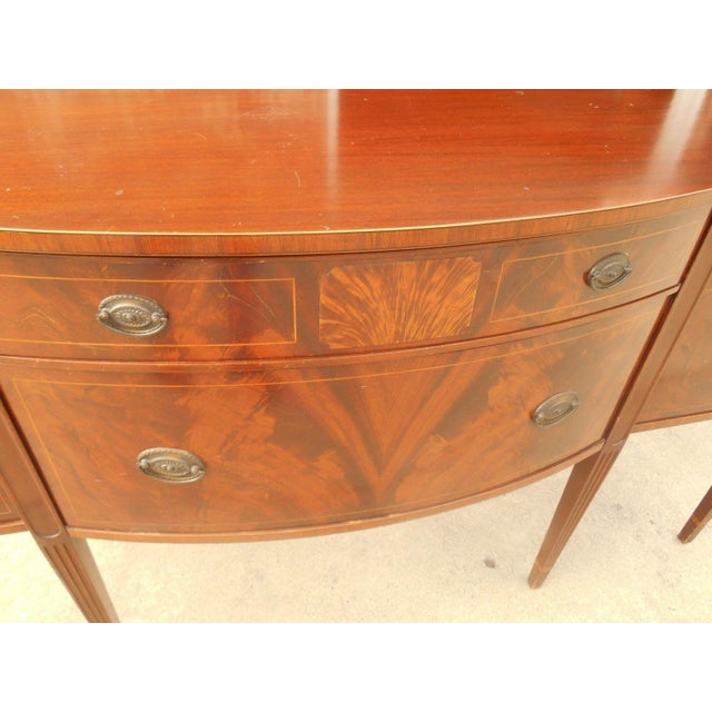 Antique Federal Serpentine Flame Mahogany Buffet - Image 6 of 11