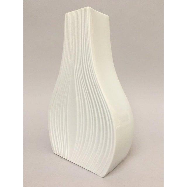 White Modernist Bisque Porcelain Naaman Onion Vase - Image 3 of 11