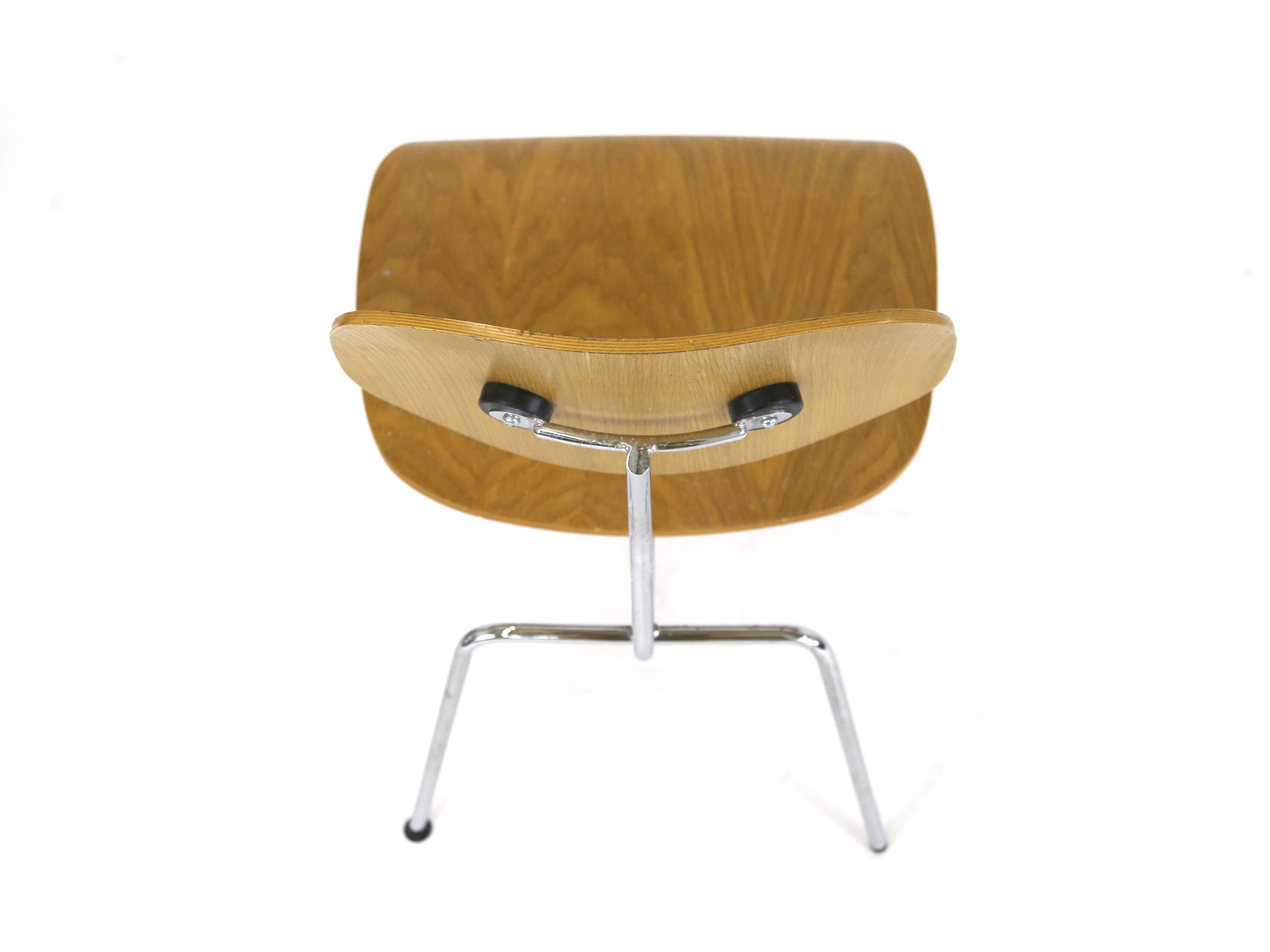 Vintage Eames Chair Molded Plywood Reproduction Chairish : 5c064aab 7511 4e5a 8d89 939ff7bd92bdaspectfitampwidth640ampheight640 from www.chairish.com size 640 x 640 jpeg 16kB