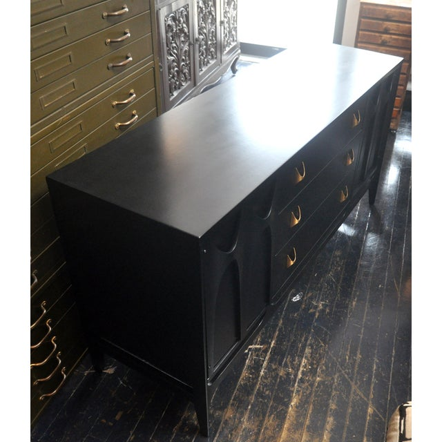 Black Lacquered Mid-Century Modern Credenza - Image 4 of 9