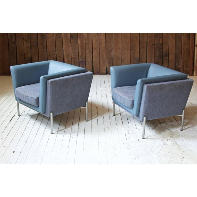 Pair of Two-Tone Grey Wool and Blue Leather 'LAP' Club Chairs by Brueton, 1980 - Image 3 of 6