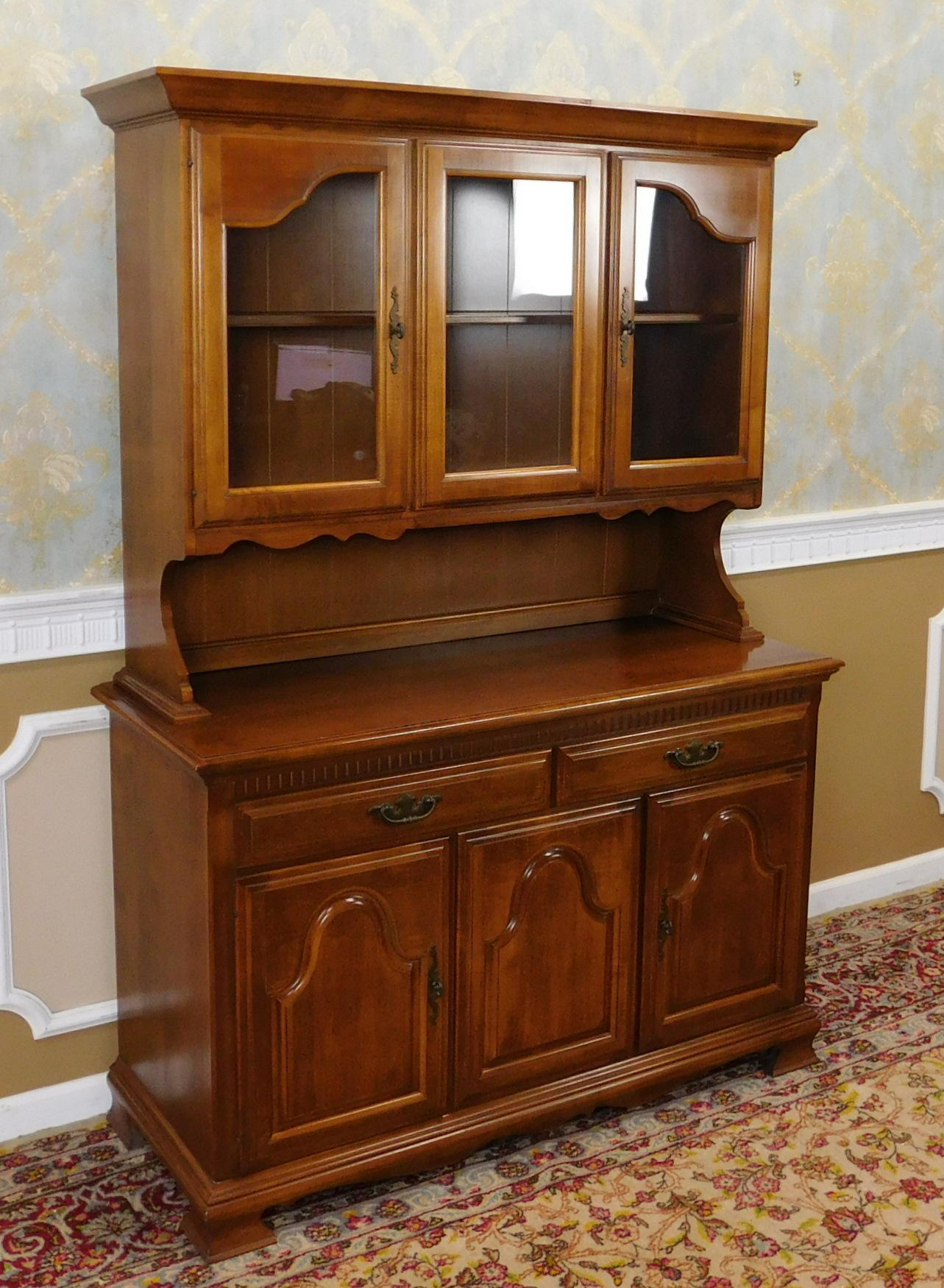 1980s Solid Maple Dining Room Kitchen China Cabinet Hutch   Image 3 Of 10