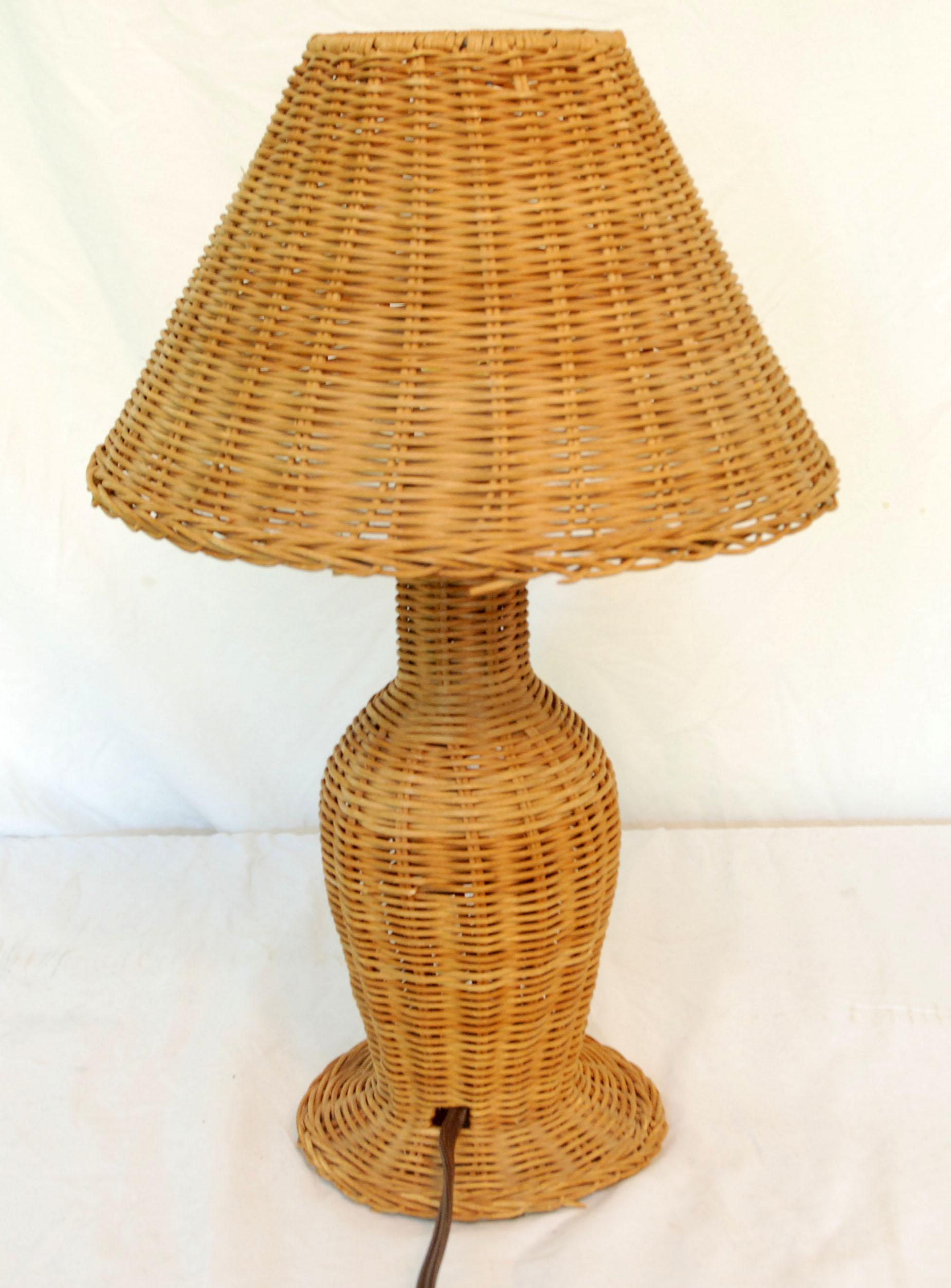 Vintage Wicker Table Lamp   Image 3 Of 4