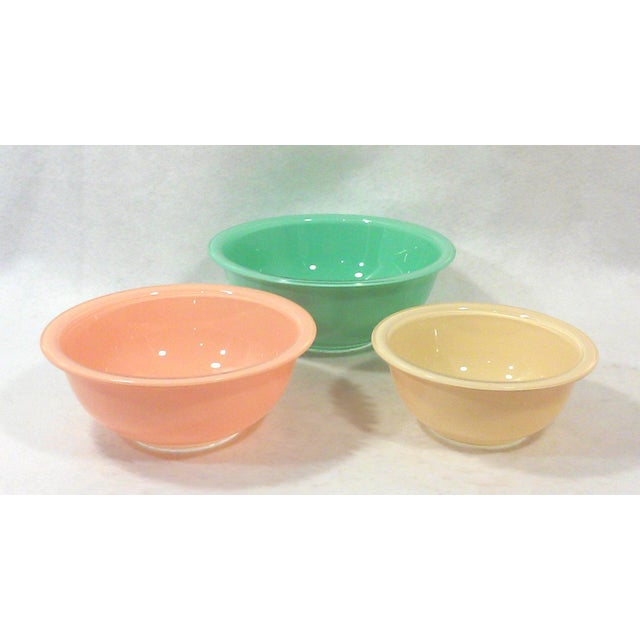 Image of 1980's Pyrex Mixing Bowls - Set of 3