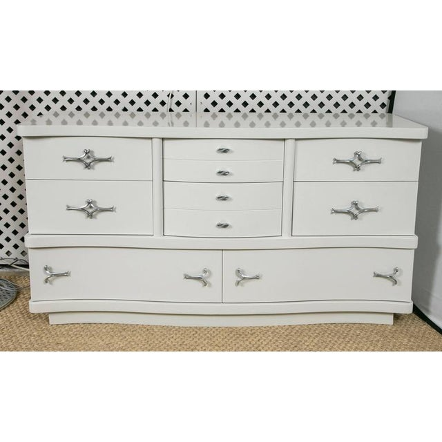 Mid-Century Hollywood Dresser in Grey Lacquer - Image 3 of 9