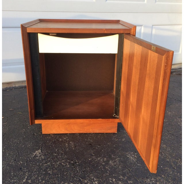 Dillingham Esprit Mid-Century Modern Nightstand - Image 6 of 10