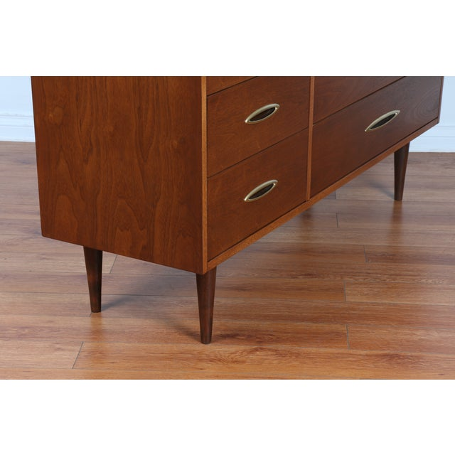 Image of Broyhill's Sculptra Collection Dresser