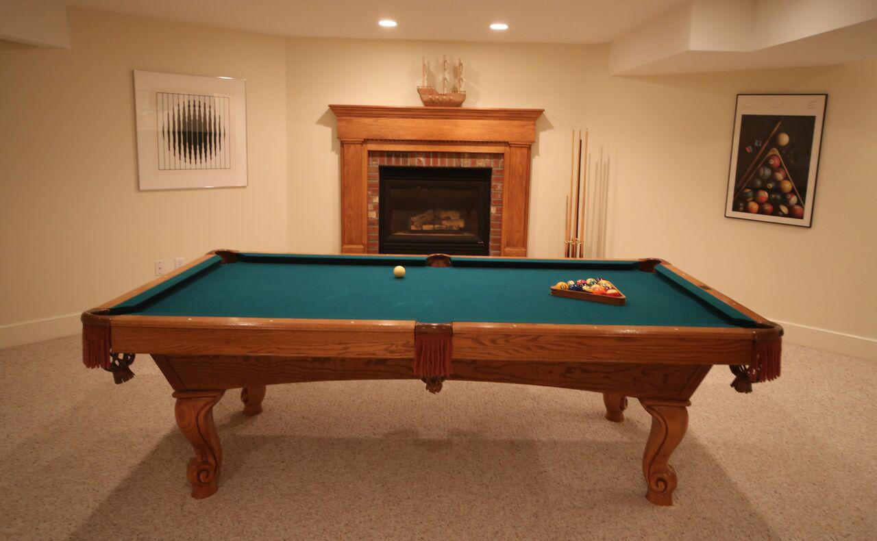 Brunswick Pool Table With Table Tennis Conversion Top   Image 2 Of 5