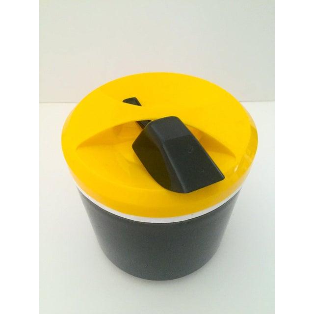 Vintage Italian Blue & Yellow Plastic Ice Bucket - Image 6 of 9