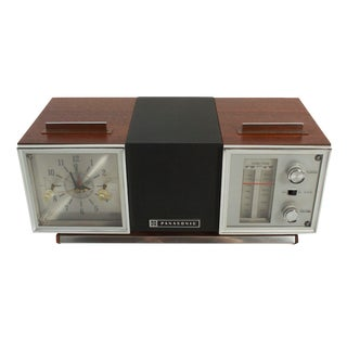 Rotating Panasonic AM/FM Clock Radio