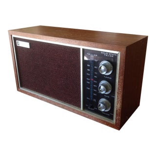 Vintage Wood Box Am/Fm Radio