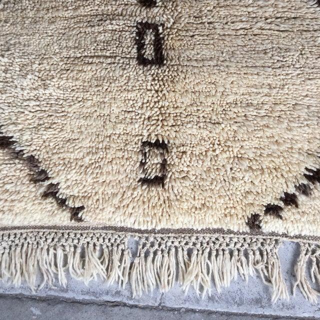"""Beni Ouarain Moroccan Wool Rug - 4'7"""" x 9' - Image 3 of 4"""