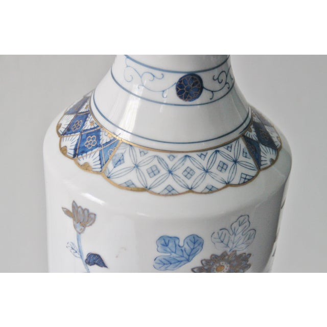 Blue & White Floral Chinoiserie Lamp - Image 8 of 8